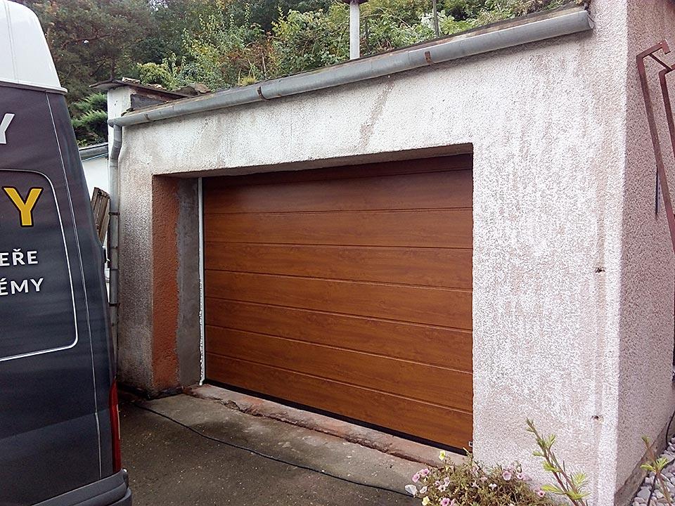 Sekční garážová vrata Hörmann
